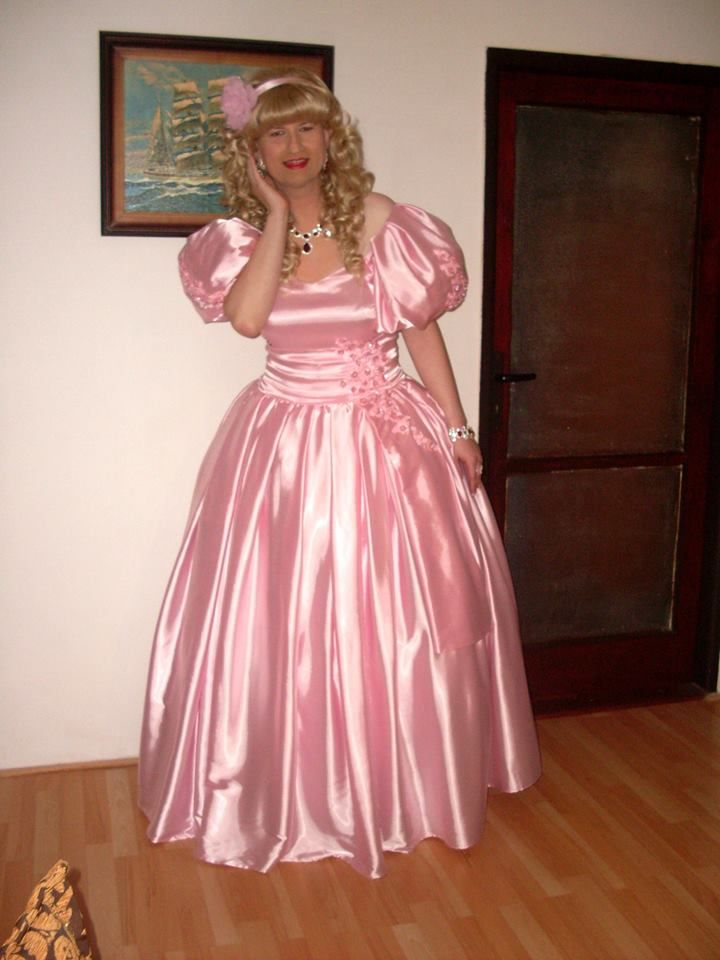 Michelle again wearing a pink satin gown.   Things I\'d like to wear ...