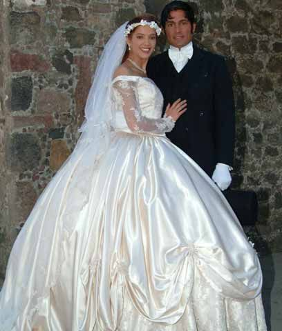 amor real (2003) | preciosos vestidos de época | amor real, fernando