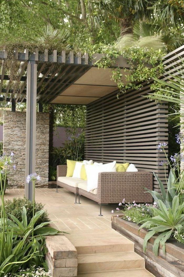 Fesselnd Terrassen Ideen Bunte Ideen Rattanmöbel Grüne Pflanzen Deko Kissen In Weiß  Und Grün Klaase