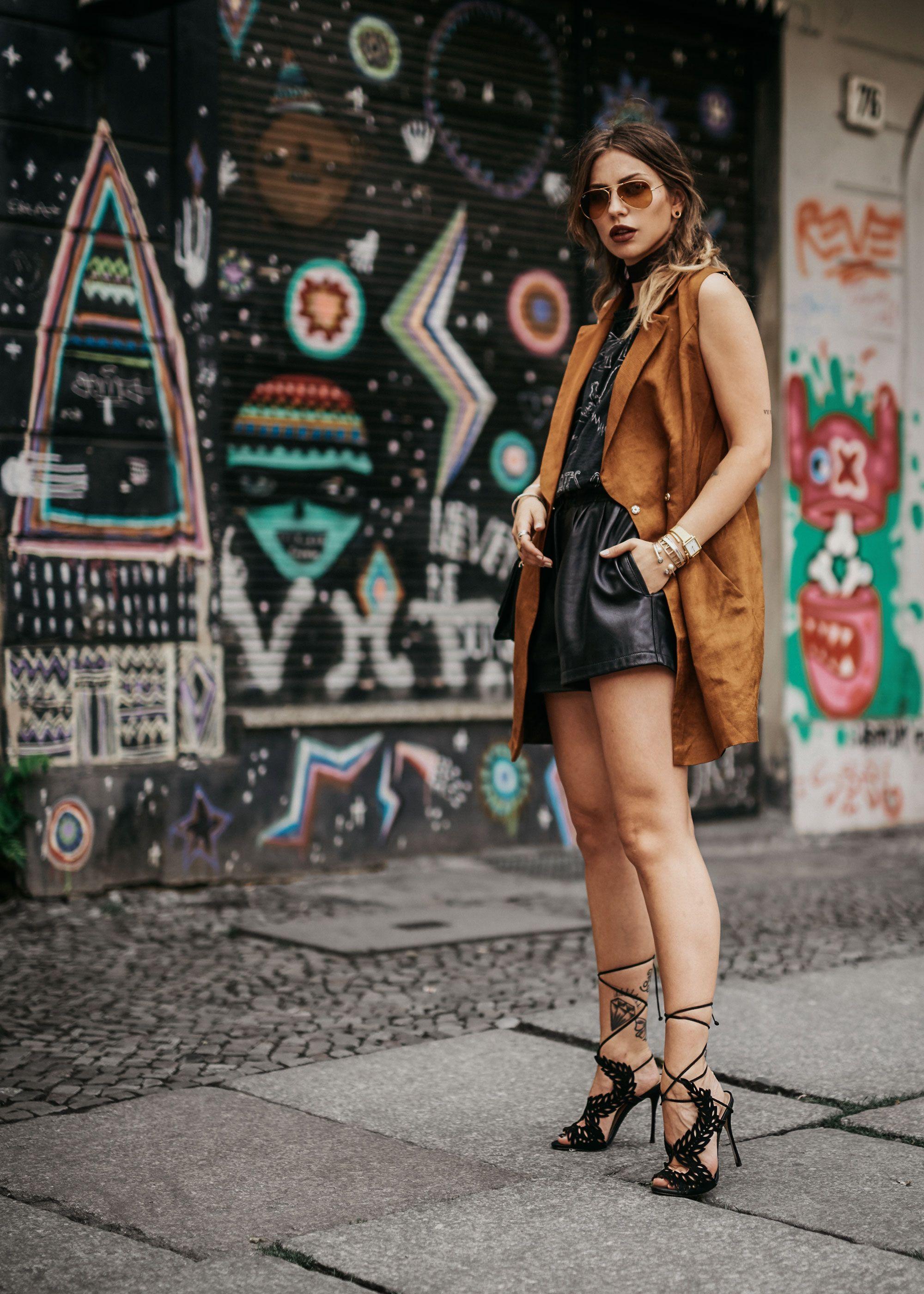 Die Sorgen des Älterwerdens   Mode aus Berlin   Outfit Style  rockig,  grunge, cool, party, alternativ, sexy   goldene Weste Kleid von Undress, ... 5673aa48c4