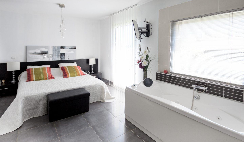 Constructeur de maison style contemporaine Sorgues Vaucluse en 2020   Maison style, Constructeur ...