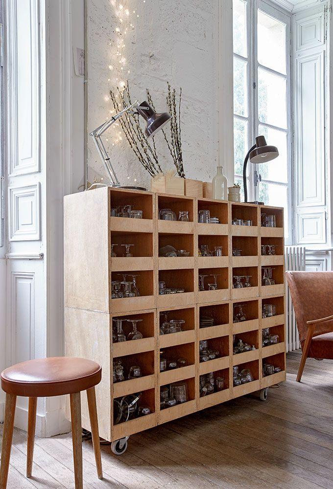 Idees Recup Une Maison Creative Avec Des Caisses En Bois Deco Recup Deco Mobilier De Salon