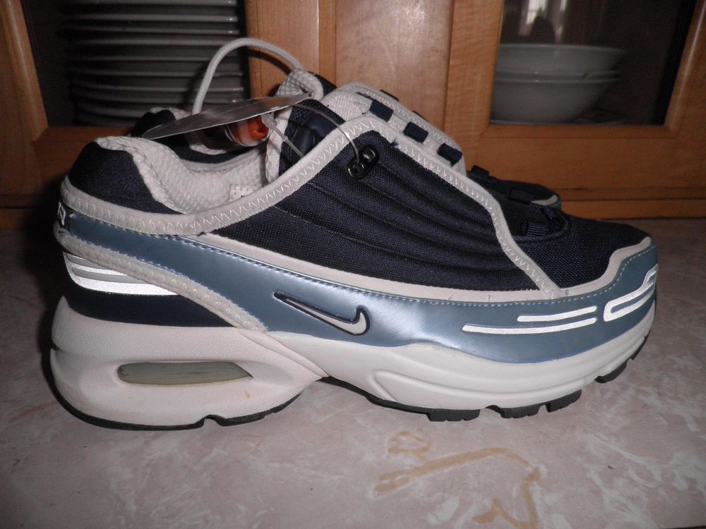 Brand New 2002 Nike Air Max Running Shoes Womens Size 7.5