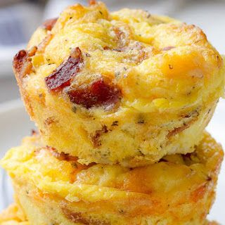 Cheesy Bacon Egg Muffins with Large Eggs, Cooked Bacon, Shredded Cheddar Cheese, Salt, Cracked Black Pepper, Italian Seasoning, Chili Pepper Flakes. #eggmuffins