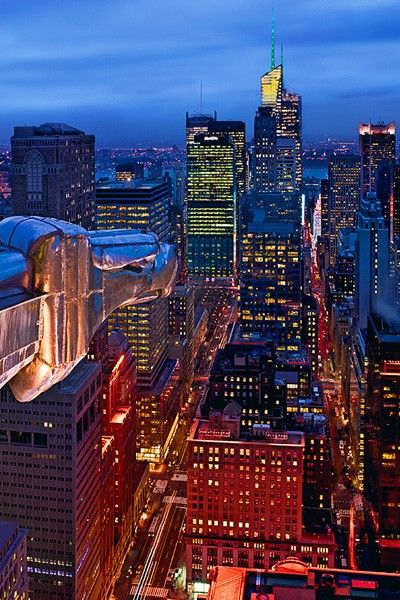 watching the city 32 astonishing new york pictures by peter lik