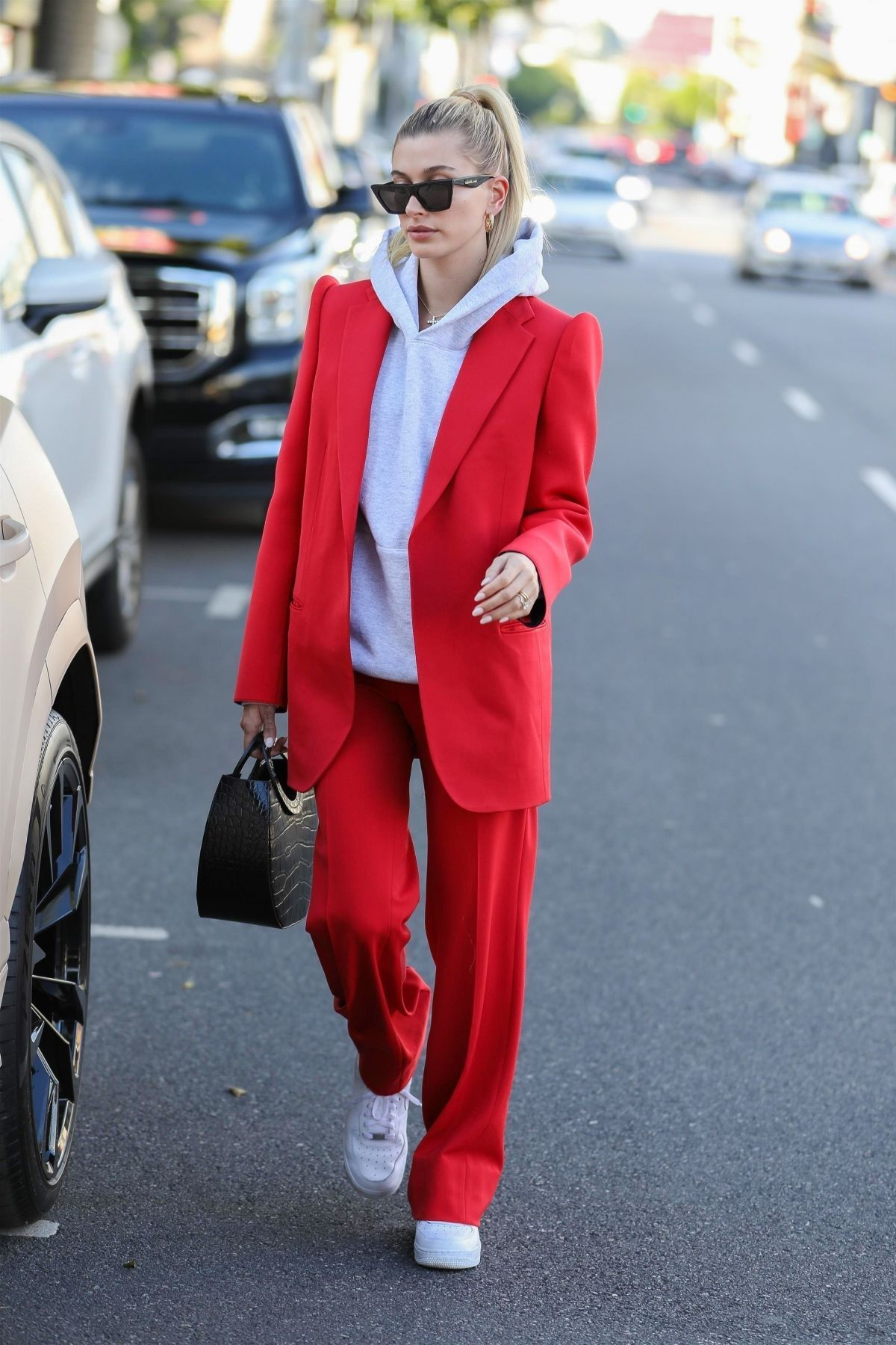 Photo of Hailey Bieber Out in Beverly Hills 12/02/2019. – Hailey Bieber Out in Beverly H …