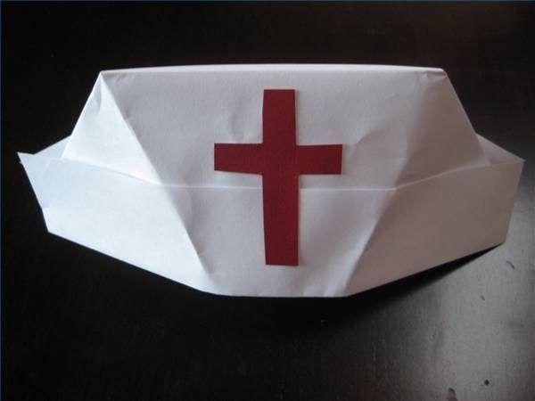 How To Fold A Nurse S Hat Ehow Diy Nurse Costume Nurse Hat Nursing Cap