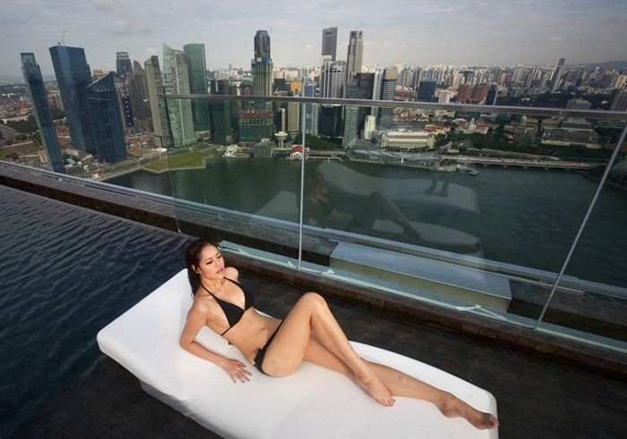 Sands Sky Park Hotel with Amazing Infinity Swimming Pool in Singapore - See more at: http://www.yourgreatplaces.com/sands-sky-park-hotel-with-amazing-infinity-swimming-pool-in-singapore/#sthash.NQk6AAdI.dpuf