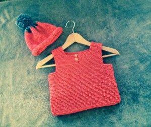 débardeur et bonnet tricot corail bébé