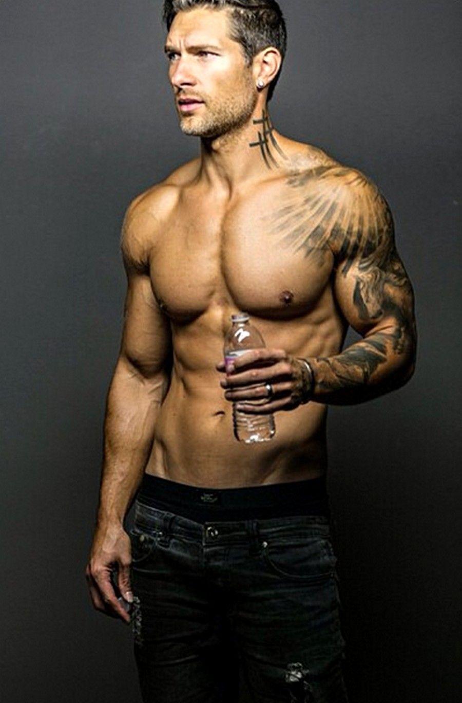 Pin By Ferdi Tozbey On Ferdi In 2020 Mens Shoulder Tattoo Shoulder Tattoo Bicep Tattoo Men