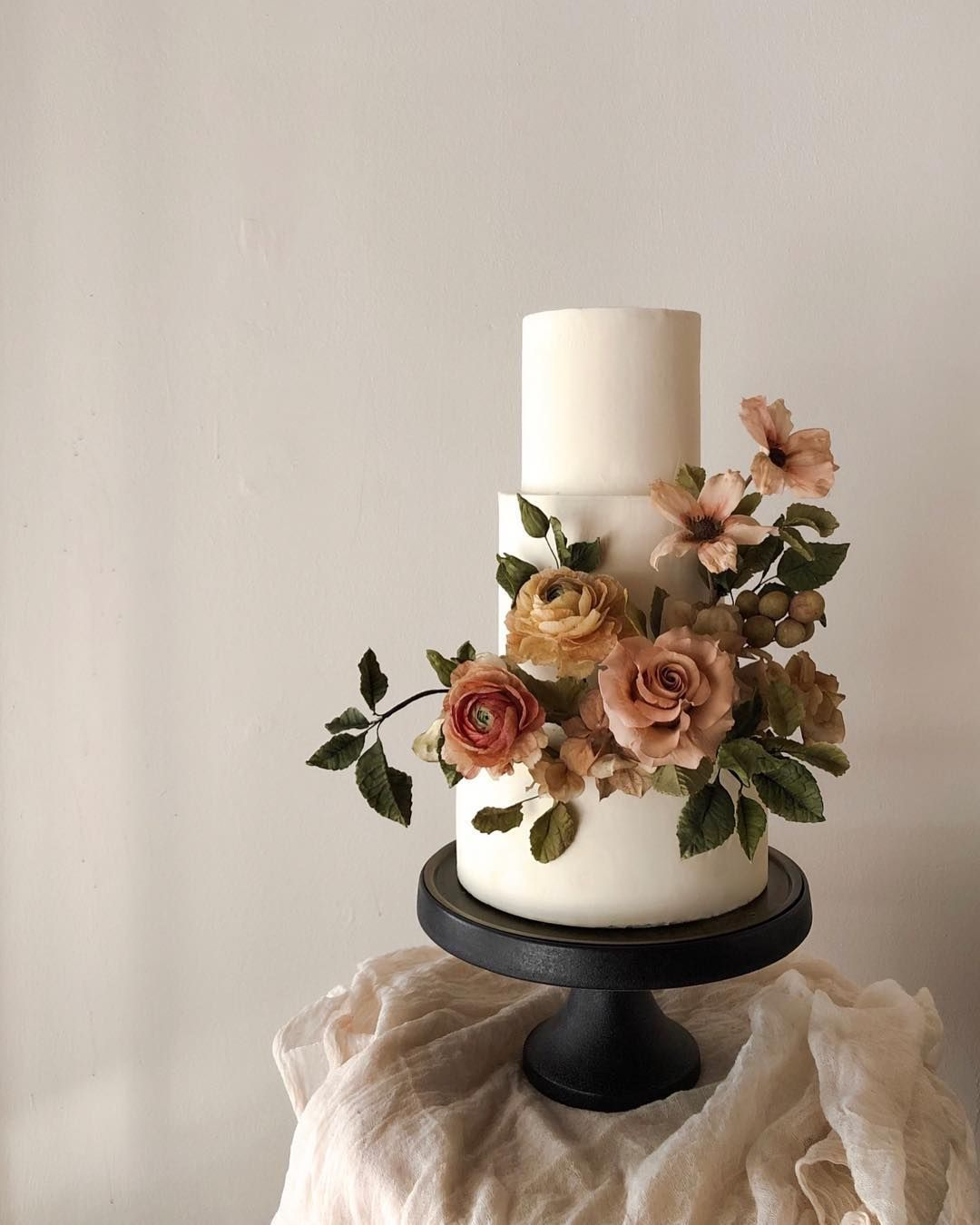 Design Your Own Wedding Cake: When You Put All Your Favourite Sugar Flowers Together