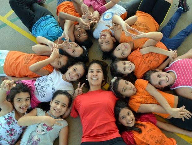 Jovem que nasceu sem braços realiza sonho e começa a dar aulas de educação física em Piracicaba, interior paulista http://glo.bo/1m4ADpb