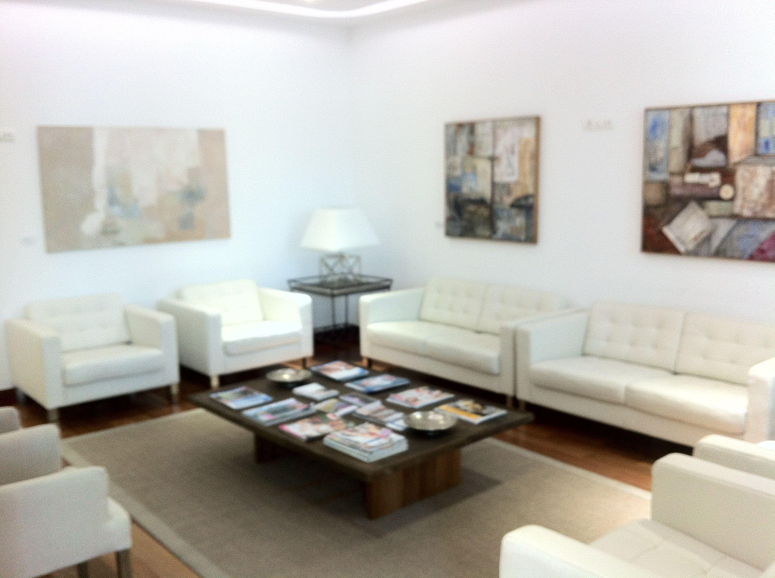 Sala de espera principal clinica dental consultorios pinterest salas de espera clinica - Muebles para sala de espera ...