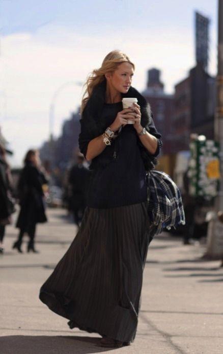 z- Walking Woman Drinking Coffee