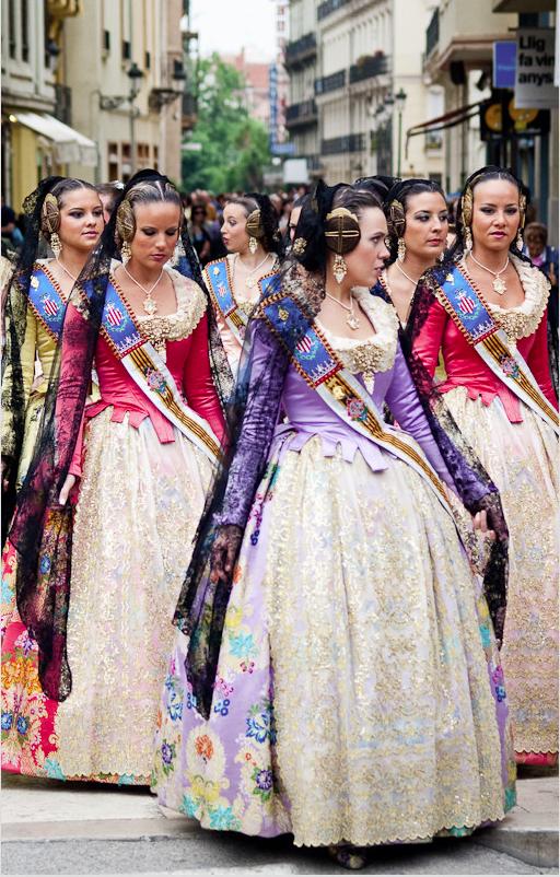 Falleras valencia spain valencia y sus telas papeles pintados y telas online folkloric dress - Papeles pintados sevilla ...