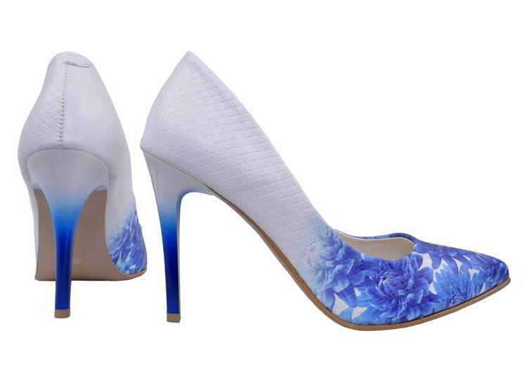 Modne Czolenka Damskie Roseti W Niebieskie Kwiaty Szpilki Z Cieniowanymi Obcasami Skorzane Bialo Niebieskie Buty Stiletto Heels Heels Stiletto