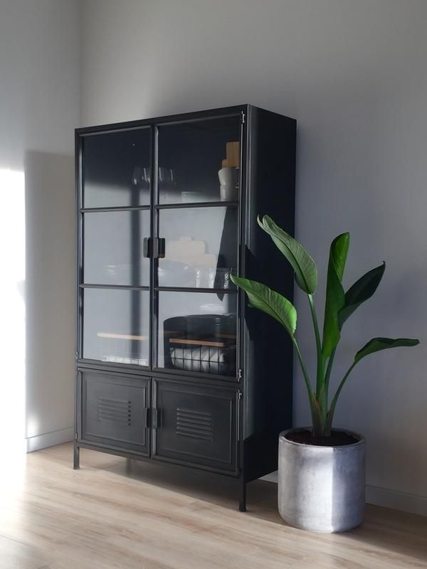 WOOOD metalen vitrinekast Ronja zwart 167x99x40,5 cm kopen? buffet-vitrinekasten | Karwei