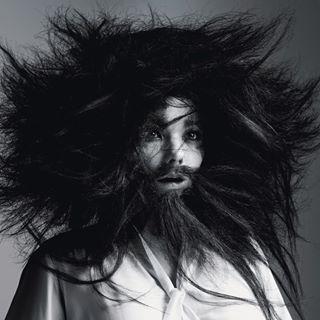 Björk mit Bart