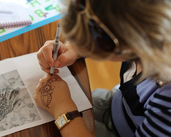 How To Do Your Own Henna Tattoo Tips To Make Mehndi Tattoos At Home Henna Tattoo Mehndi Tattoo Henna