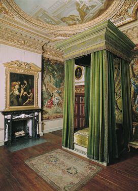 The Green Velvet Bedchamber, with bed and overmantel design by William Kent in Houghton Hall. (Palladian Bed)