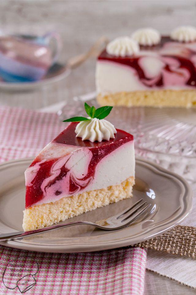 Sommerliche leichte Himbeer-Joghurt-Torte mit einem Boden aus