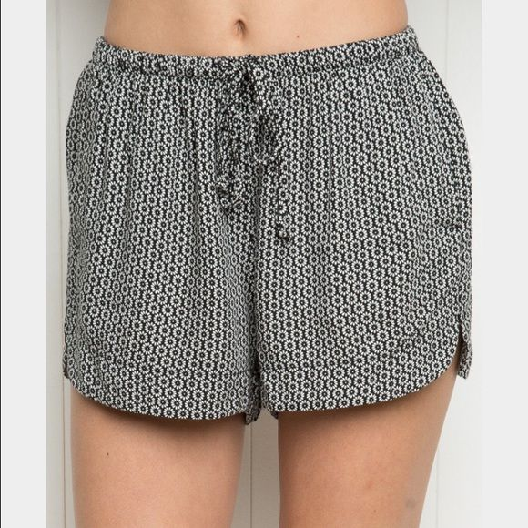 Brandy Melville Eve shorts Blue circle pattern. In perfect condition. Brandy Melville Shorts