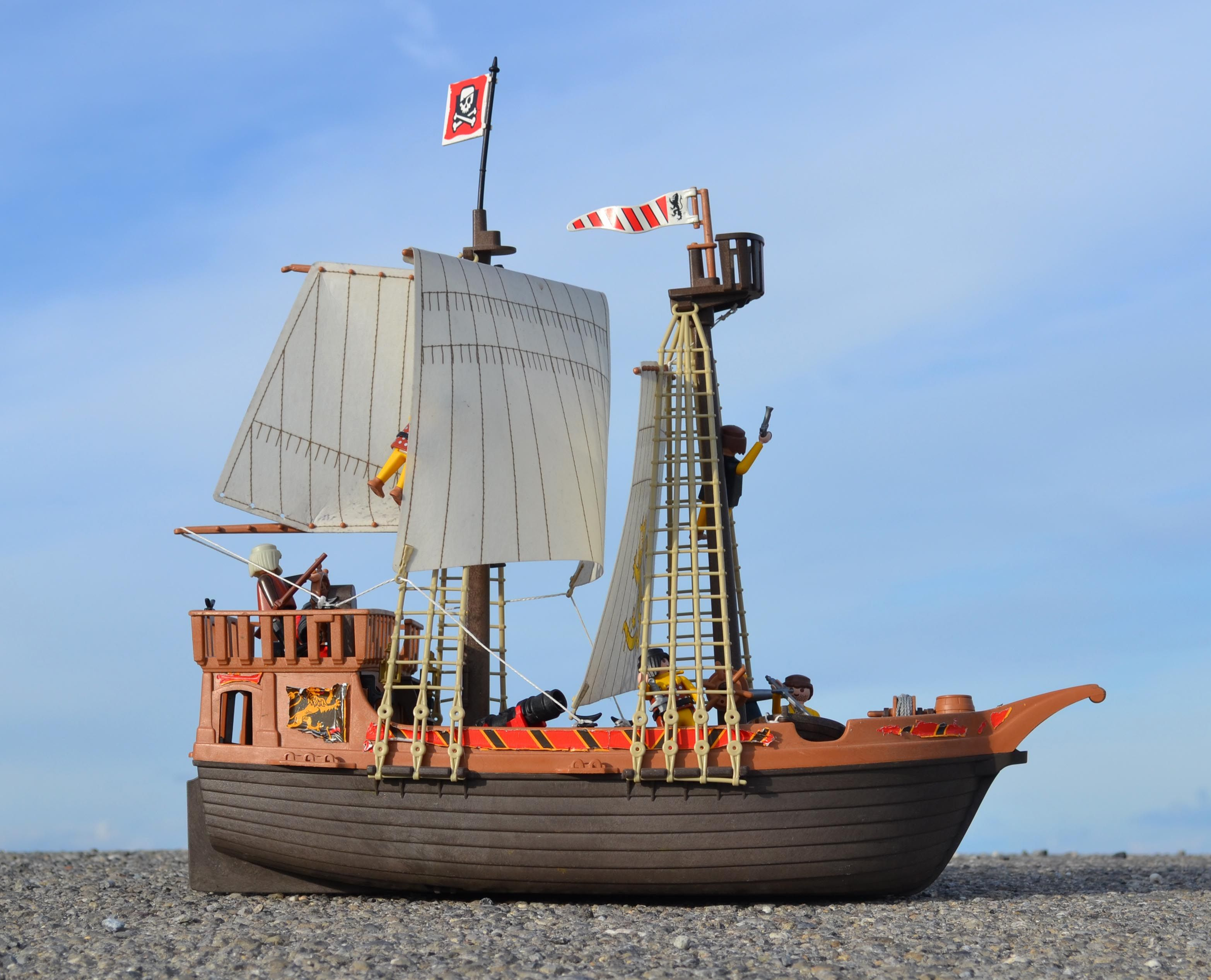 bateau pirates playmobil lincoln 39 s collectable 39 s pinterest mobilier design. Black Bedroom Furniture Sets. Home Design Ideas