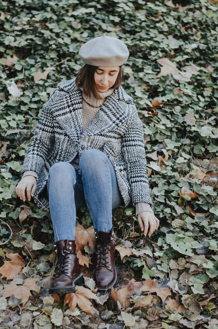 What outfits should you wear to college or high school? You want to wear something casual but still look good for school? Here are some ideas of trends you should follow in 2018. Berets are on the list!