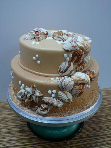 Beach wedding cake in browns