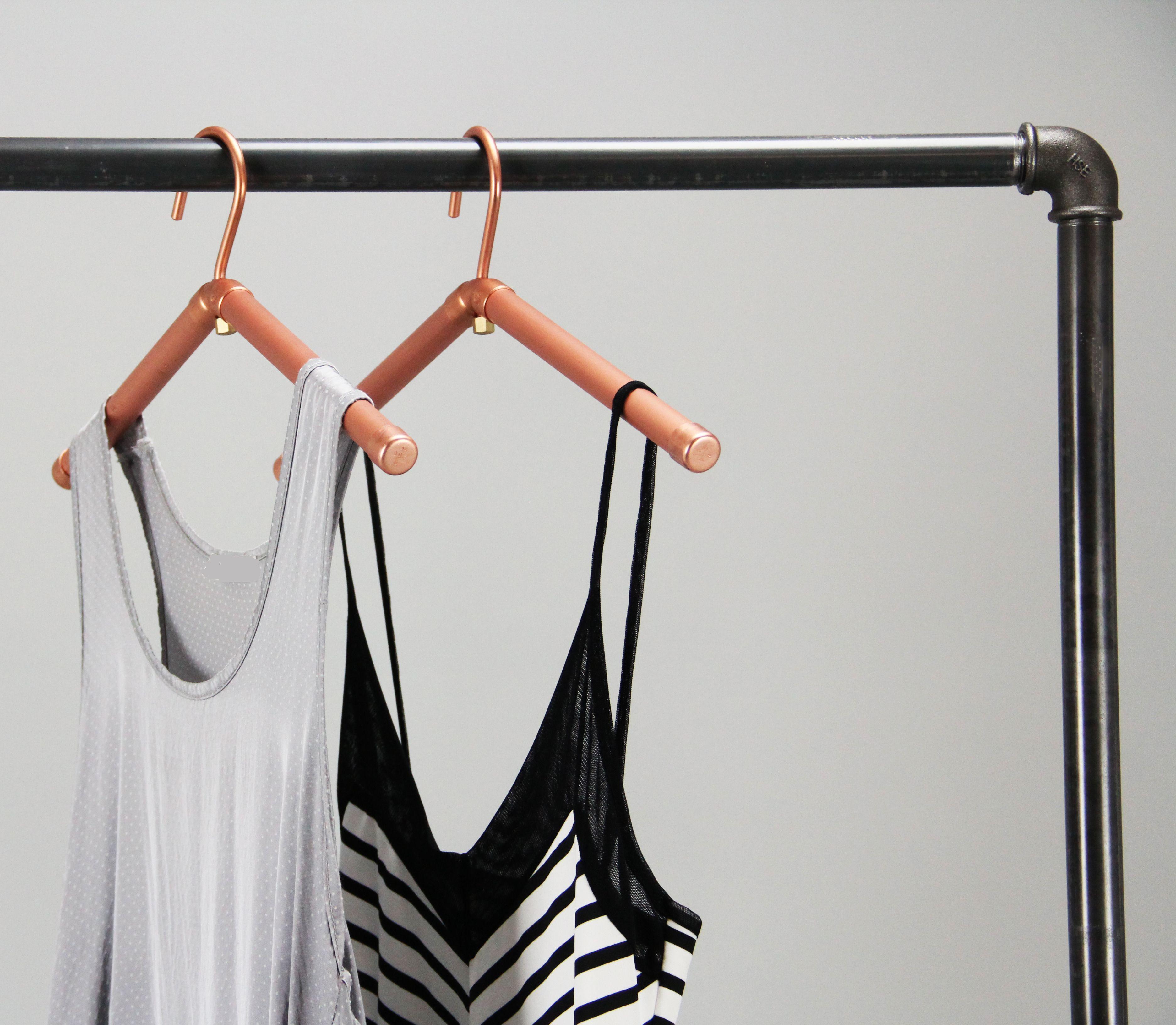 Elegante Kleiderstander Aus Stahl Robuste Mobelelemente Die Mit