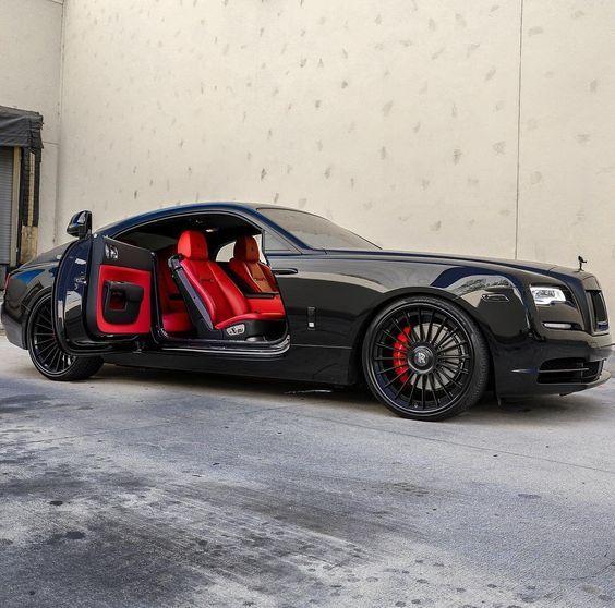Photo of Черный Rolls Royce на красной коже -величественная роскошь