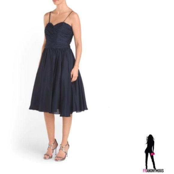 Monique Lhuillier Navy Cocktail Dress 2 By ML Monique LHuillier Stunning navy cocktail dress Size 2. Taffeta like material. Can be worn strapless or with optional straps. Monique Lhuillier Dresses Prom