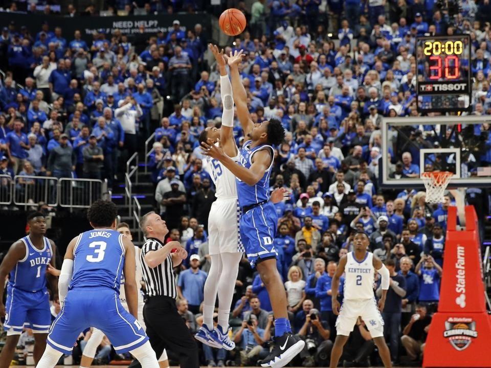 Kentucky beats No. 1 Michigan State; Duke escapes Kansas