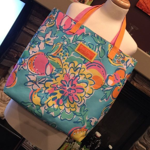 """Lilly Pulitzer for Estee Lauder tote Excellent used condition, lovely iconic Lilly colors, removable bottom indeer, non smoking home, 13""""x4 1/4""""x14"""" with a 9"""" drop. Lilly Pulitzer Bags Totes"""