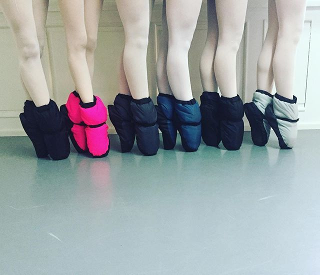 It's bootie Time  #bootie #bloch #blochbooties #spitzenschuhe #pointe #colorful #pointeshoes #gaynordminden #grishko #ballet #ballett #dortmund #balletclasses #ballettschule_traumtaenzer #neon #balletlegs