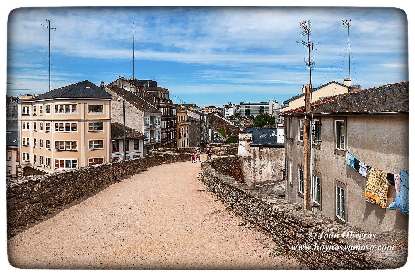 Un paseo por el adarve de la muralla romana de Lugo