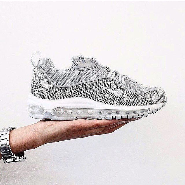 huge selection of e94c9 efb75 Sneakers femme - Nike Air Max 98 x Supreme (©onyka)