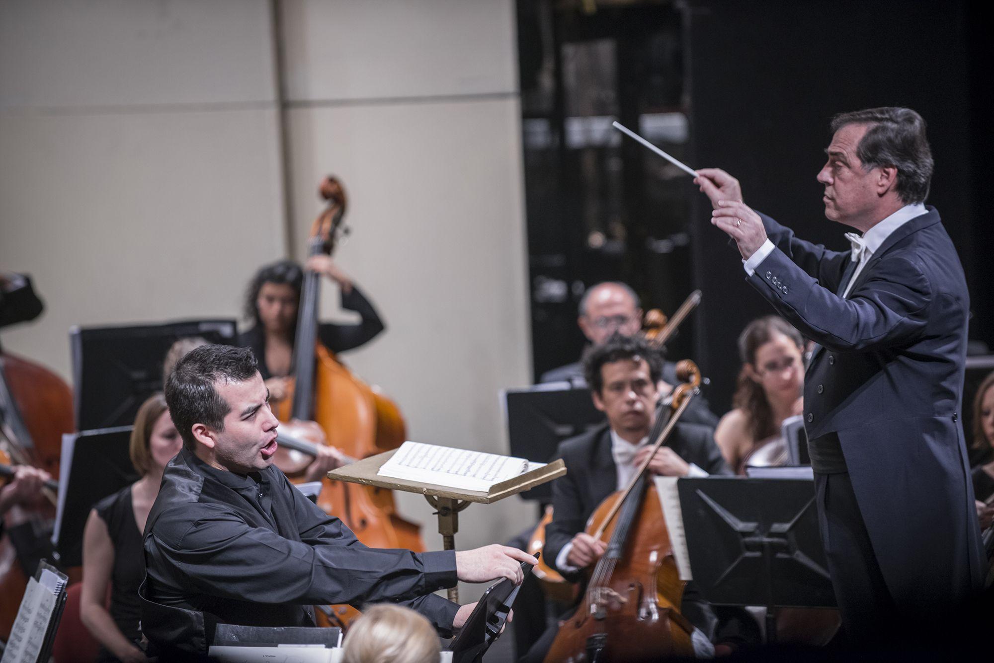 Concierto 4: Mahler. ORQUESTA FILARMÓNICA DE SANTIAGO Director musical: Maximiano Valdés Solista: Javier Arrey (barítono) Foto: Patricio Melo