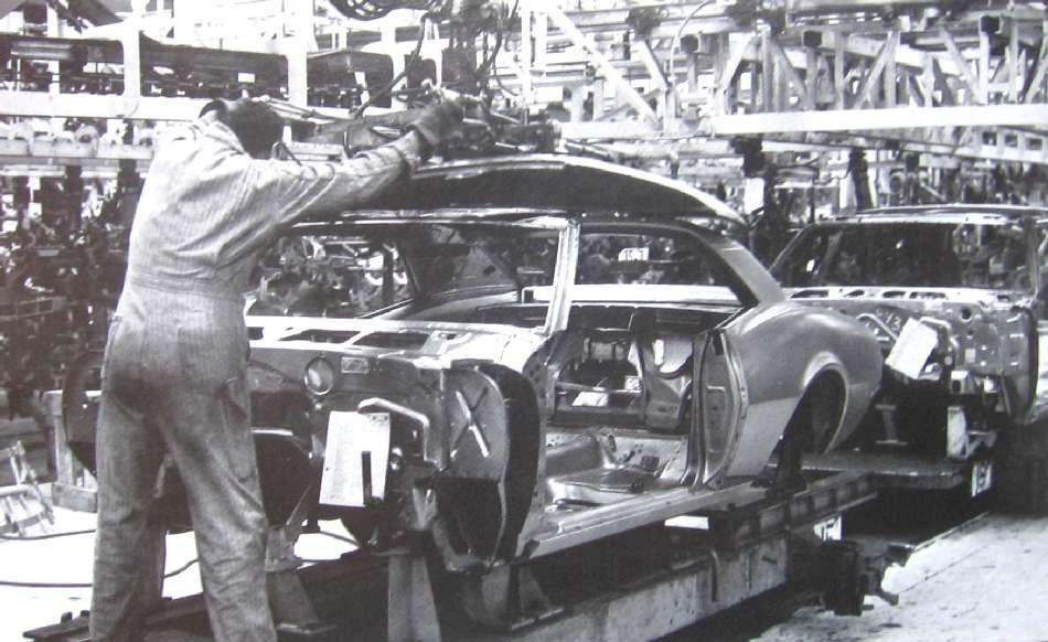 Chevy Camaro Assembly Line Assembly Line Pinterest