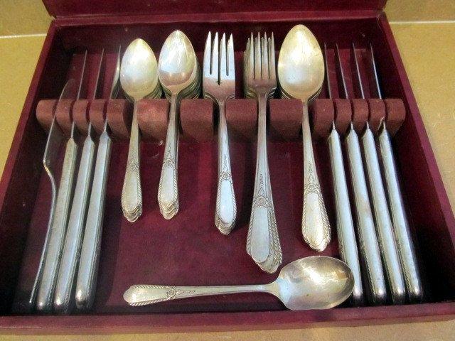 Vintage Set of 4 SL /& GH Rogers PENDANT 1941 Pattern Salad Forks