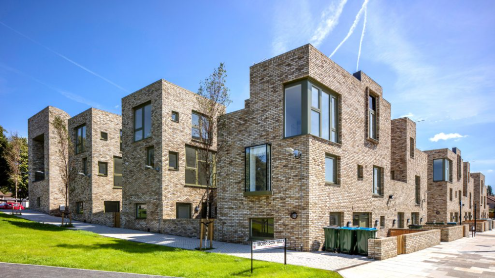 Peter Barber Architects Has Created A Development Of Brick Housing And A Microbrewery At Rochester Way In The London Borough Of Grattacieli Facciata Residenza