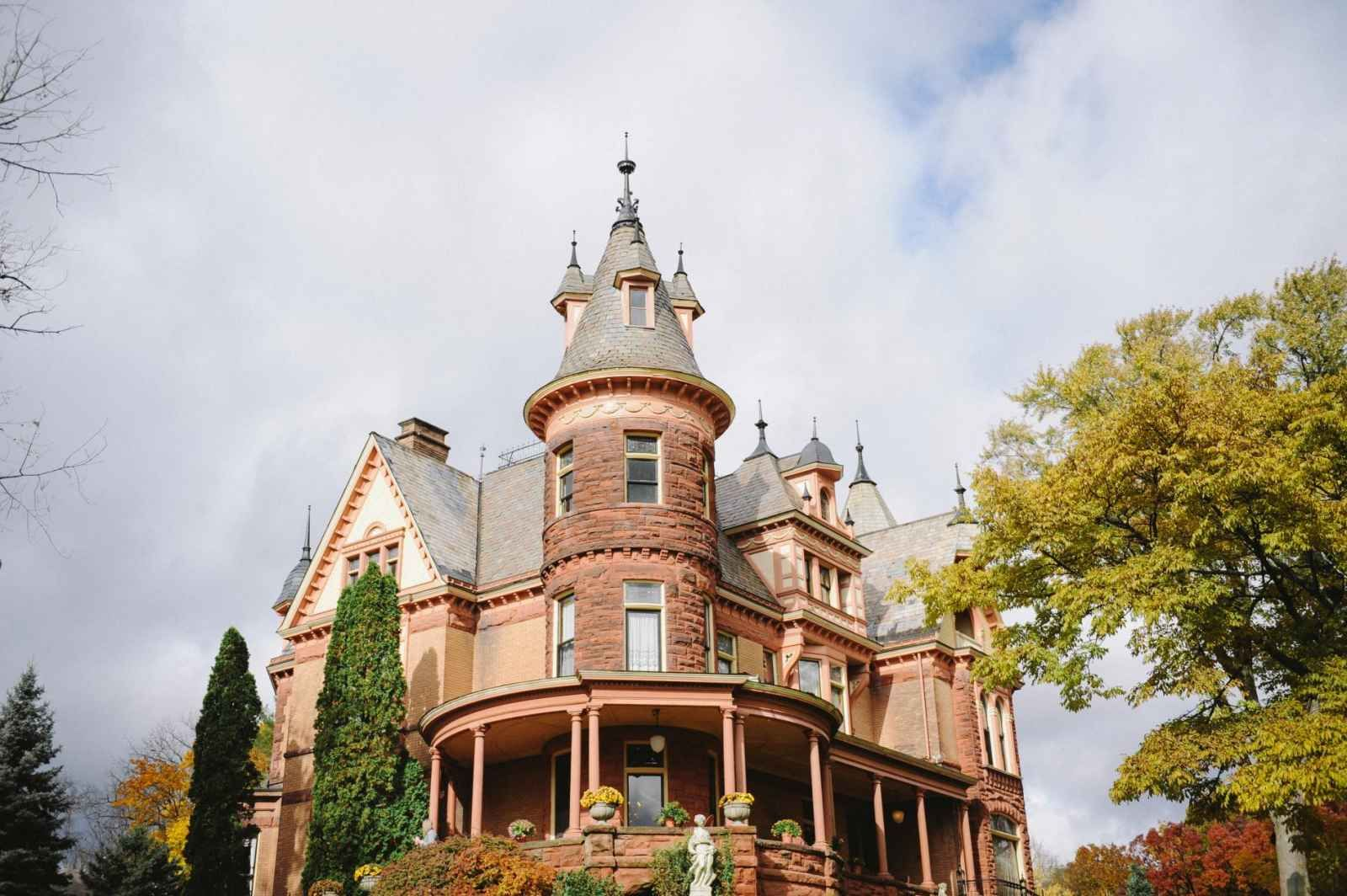 Henderson Castle Wedding Venue In Kalamazoo Michigan Something Old New