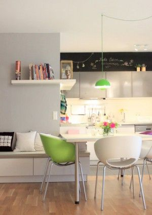 Küche im Retro Stil! Die Stühle verleihen der Küche eine ...