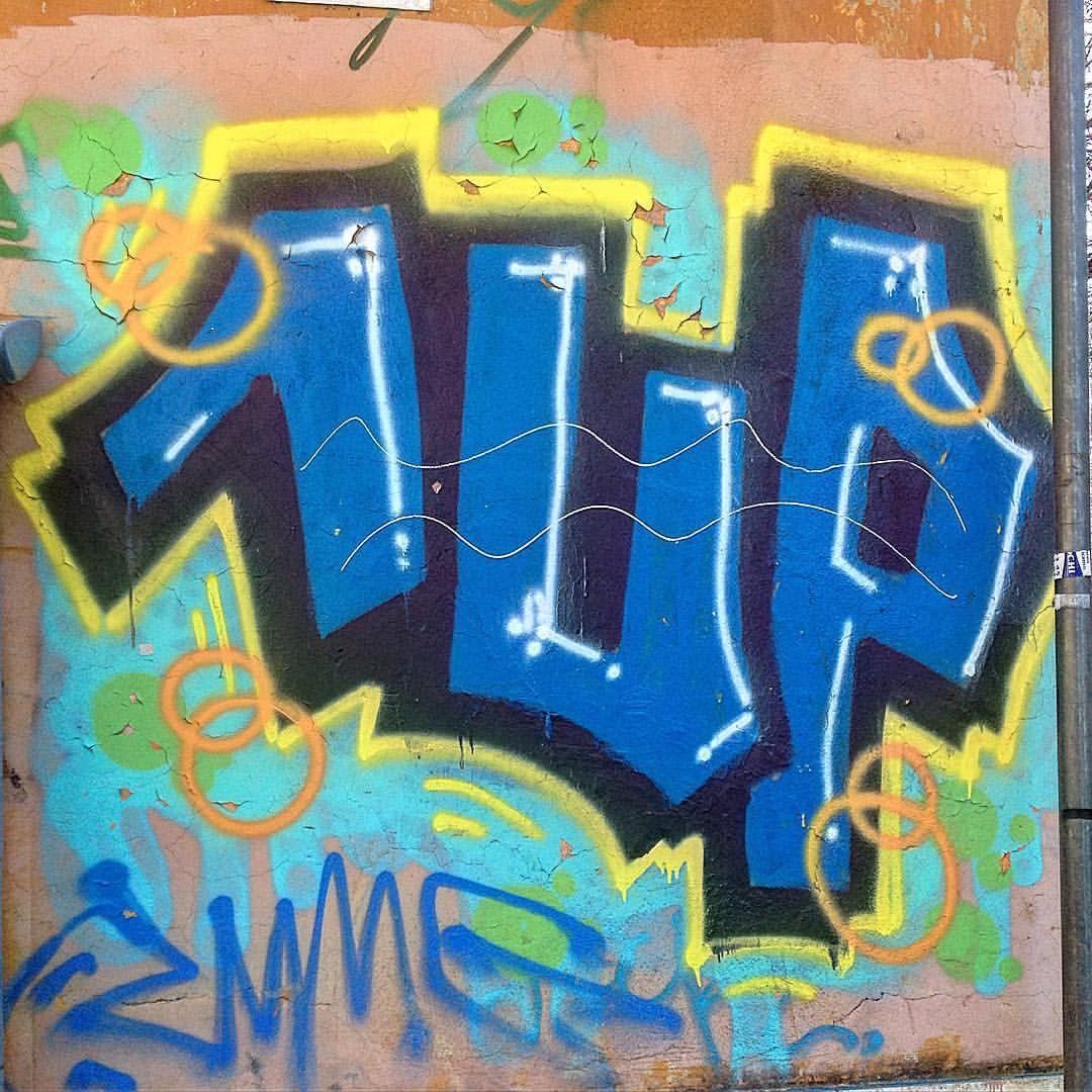 1up 1up graffiti streetart spraypaint spraypaintartist murals murales wallpaint urbanart streetartphotography streetphotography