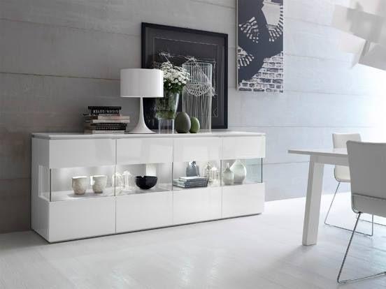 hermosa credenza con en color blanco lacado con puertas con parte en cristal templado y luces. Black Bedroom Furniture Sets. Home Design Ideas
