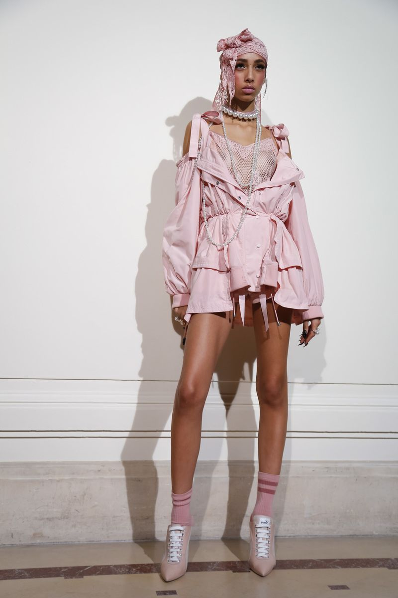 Fenty By Rihanna Fashion Show Backstageparis Fashion Week Spring 2017 Rtw Collections Mixtyle