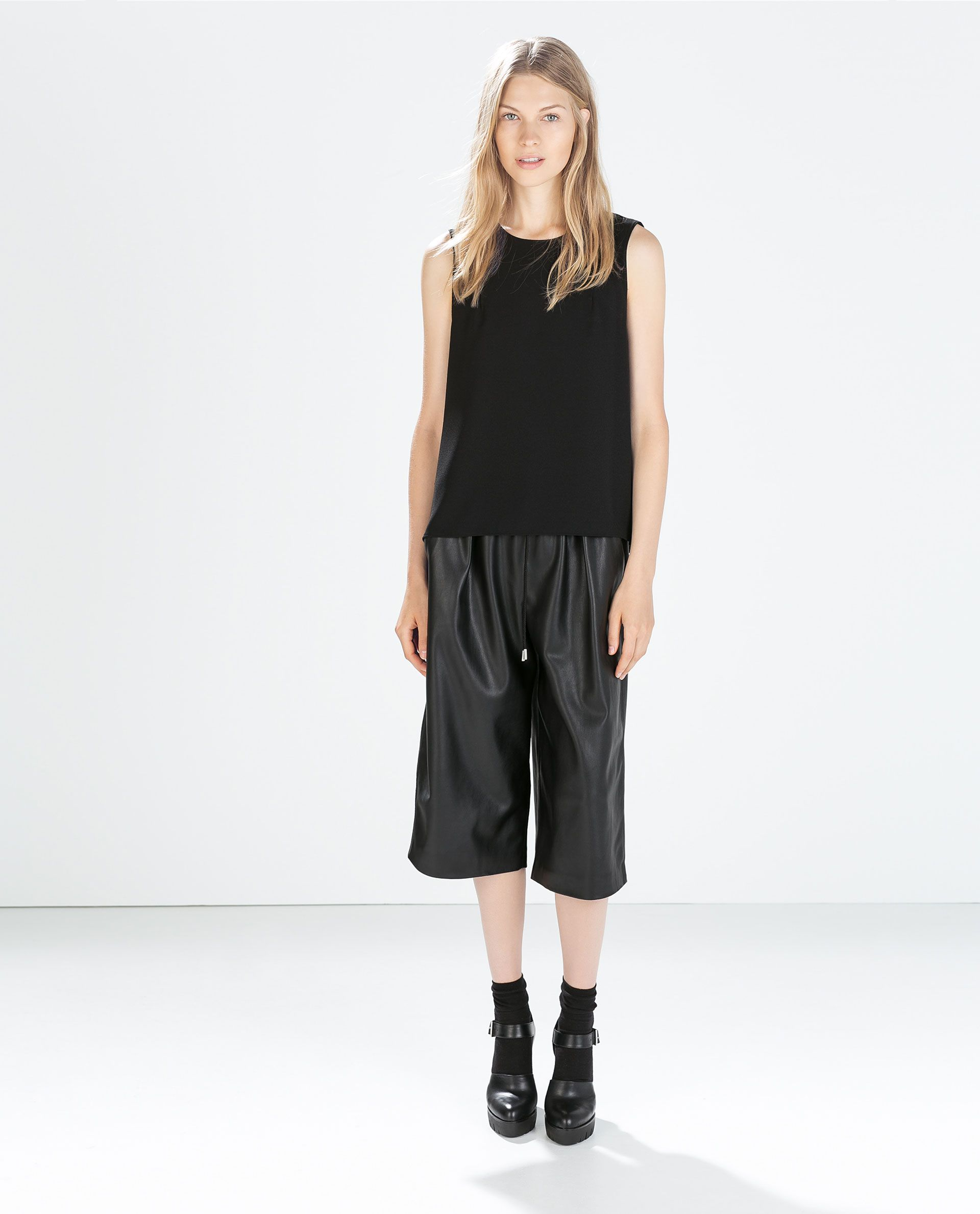 Image 1 Of Faux Leather Loose Trousers From Zara Moda Zara Moda Para Mujer