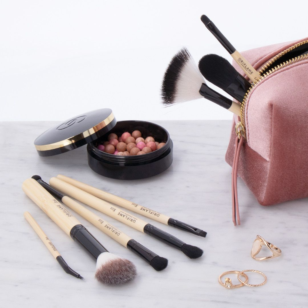 On the lookout for amazing makeup brushes? 🙋 Follow the