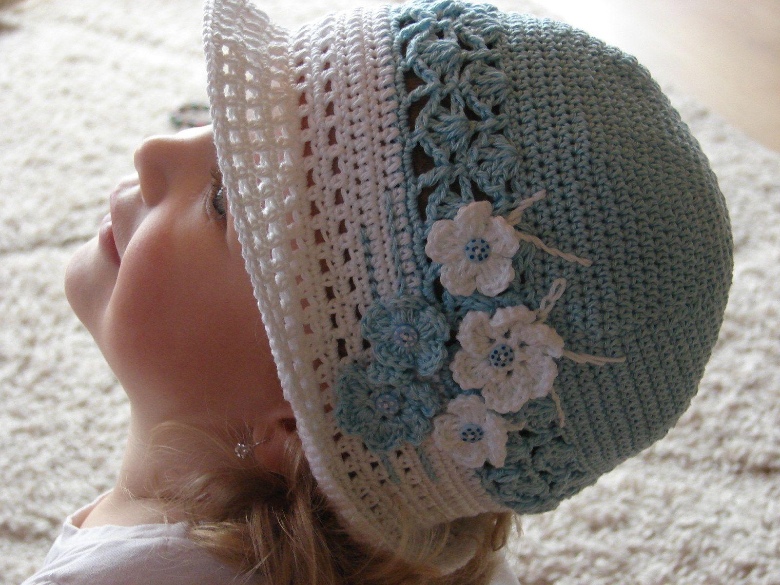 42730b74bd8 Modrobílý klobouček Dětský háčkovaný klobouček ve velikosti 48 - 50 cm. Pro  věk 1