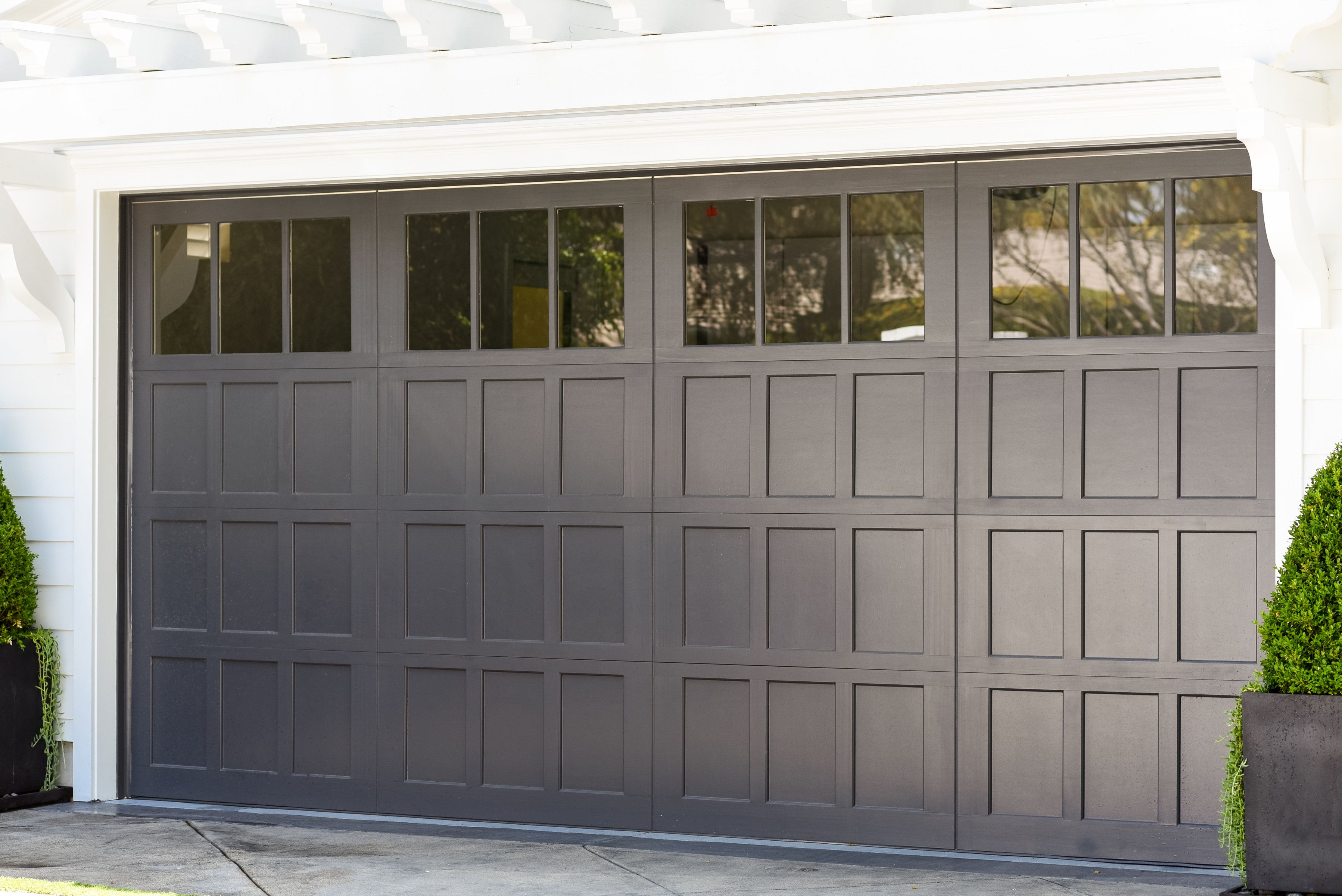 Beautiful Wayne Dalton 7104 Carriage Door With 12 Light Square Windows Los Garage Doors Garage Door Styles Garage Door Design